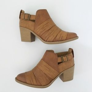 Qupid Shoes - Western bootie brown straps ankle boots
